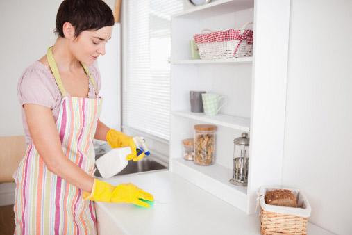 Čiščenje kuhinjskega pulta
